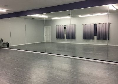Picture of dance room with mirror